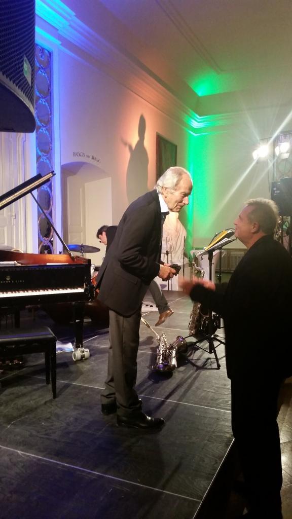 August Wilhelm Scheer nach dem Konzert im Gespräch mit einem Gast.