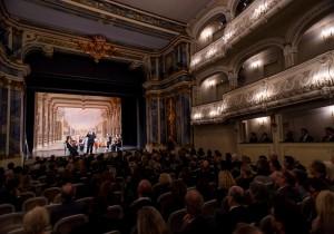 Auch das Rokoko-Theater kann Bestandteil ihres Events sein. Feiern in historischem Ambiente.