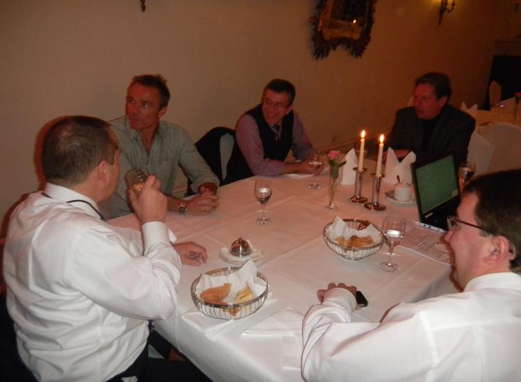 Die Herren aber auch: Dirk Bongartz (Volksbank), Hannes Jaennike, Peter Mühlbaier (Stadtwerke), Achim Nassner (Nassner & Geiss) und Jürgen Gruler (Schwetzinger Zeitung) v.l.n.r.