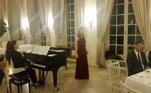 Sängerin Astrid Bohm und Tatjana Worm-Sawosskaja am Klavier unterhielten die Gäste mit klassischen Liedern und begeisterten das Publikum.